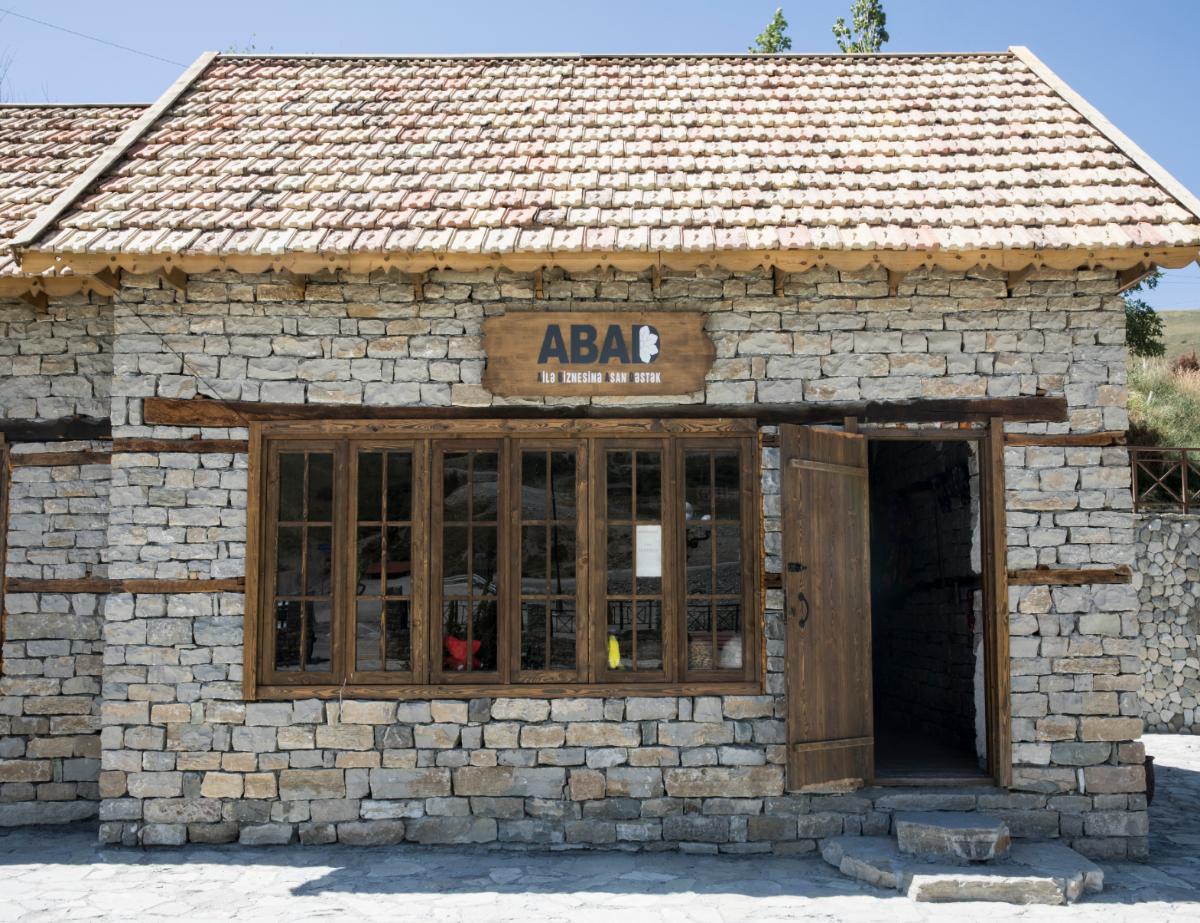"""Şamaxı, Dəmirçi """"ABAD"""" sərgi-satış mərkəzi"""